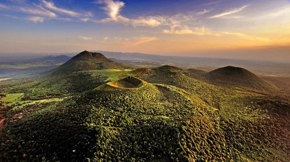 Un plan de paysage pour la chaîne des Puys et la faille de Limagne