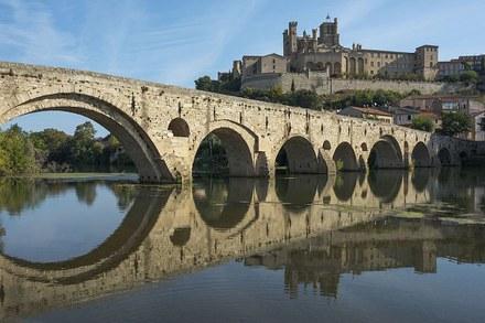 Pont_Vieux_et_Cathédrale_Saint-Nazaire_de_Béziers_cf02.jpg