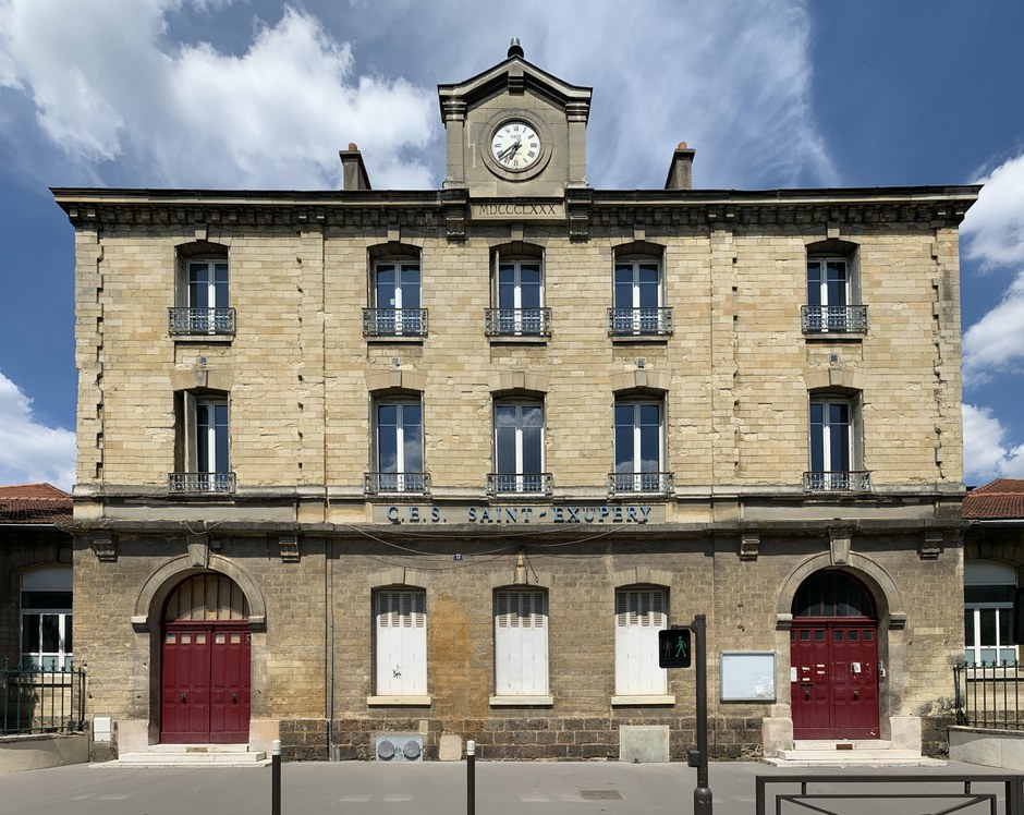 Vincennes Collège_St_Exupéry_Vincennes WC Chabe01 CCBYSA.jpg