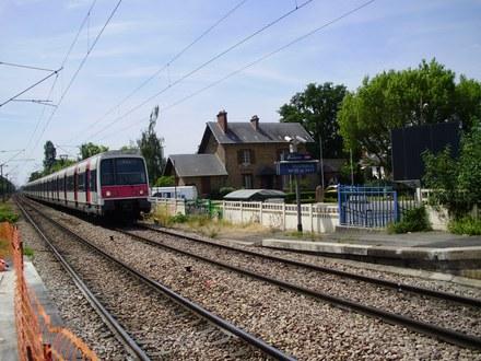 Gare_de_Villeparisis_-_Mitry-le-Neuf Geralix CC-BY-SA.jpg